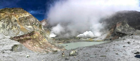 Active volcanic crater, New Zealand (Pan)