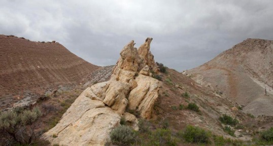 Differential erosion: a hogback, Utah