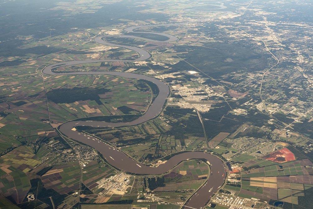 Meander bends on Mississippi River, Louisiana
