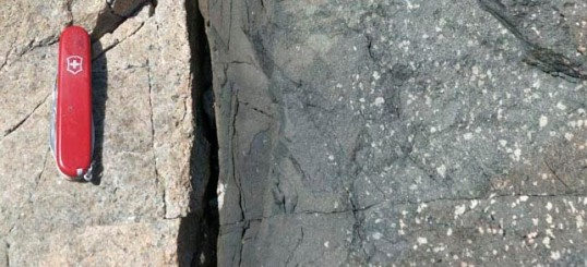 Chilled margin in diabase dike, Maine (vertical)